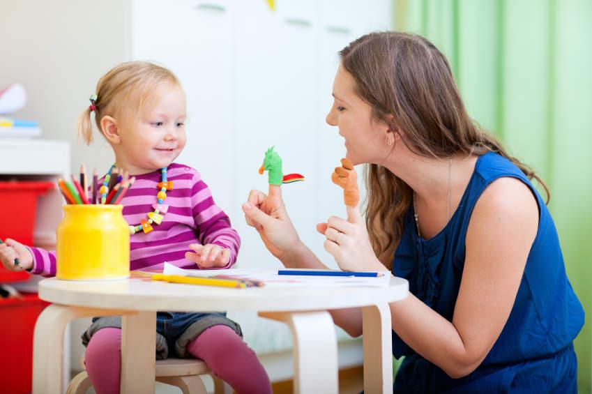 Les avantages de choisir une baby-sitter