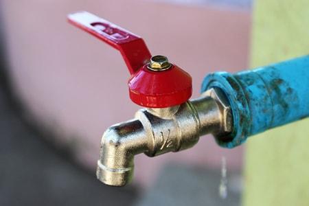 Qu'est-ce qui peut provoquer fuite d'eau ?